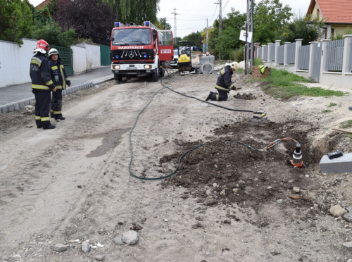 Gázvezetéket vágtak el tegnap a Fürj utcában