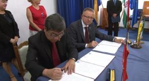 Testvérvárosi szerződés aláírása