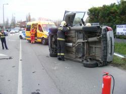 Oldalára borult az egyik autó a pénteki balesetben