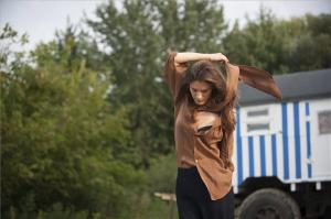 A szentendrei Duna-parton fotózták Bordán Lili, színésznőt