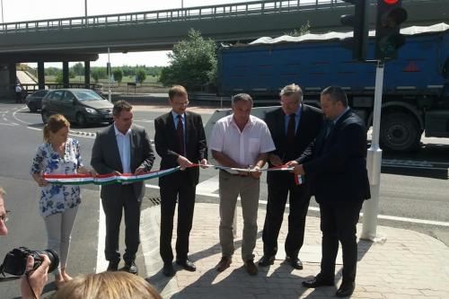 Elkészült az M0-s autóút-11-es számú főút körforgalmú csomópontjának átépítése