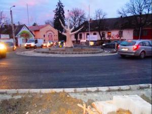 Új körforgalmi csomópont Pomázon